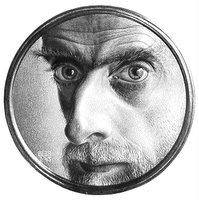 Tohle zrovna nejsem, ale baví mě, když ostatní podle tohoto obrázku očekávají M. C. Eschera, a ve skutečnosti přijde někdo úplně jiný :)